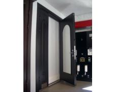 Двери класса «Элит»,со сложным гибом , коробка из трех частей:  Отделка наружная — металл  отделка внутренняя — панель МДФ - 25000 тыс.руб.*  * цена указана без стоимости замков и фурнитуры.  *без монтажа  IMGP4539