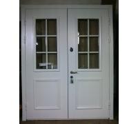 Двухстворчатая дверь со стеклопакетом
