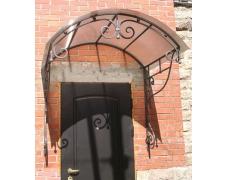 № 26. Козырек кованый с покрытием из поликарбоната. Металлическая дверь