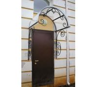 № 46. Козырек кованый и металлическая дверь