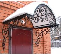 № 2. Козырек над входной металлической дверью